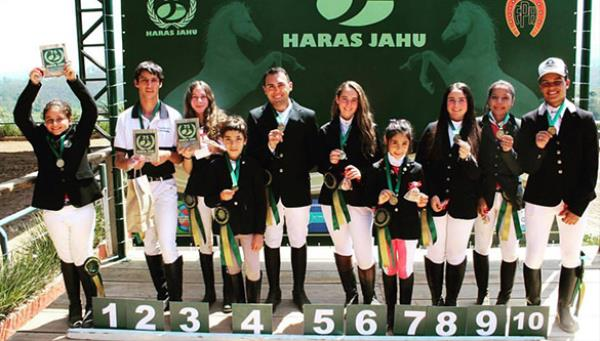 Ana Helena, Leorem, Mariana e Pedro Henrique venc